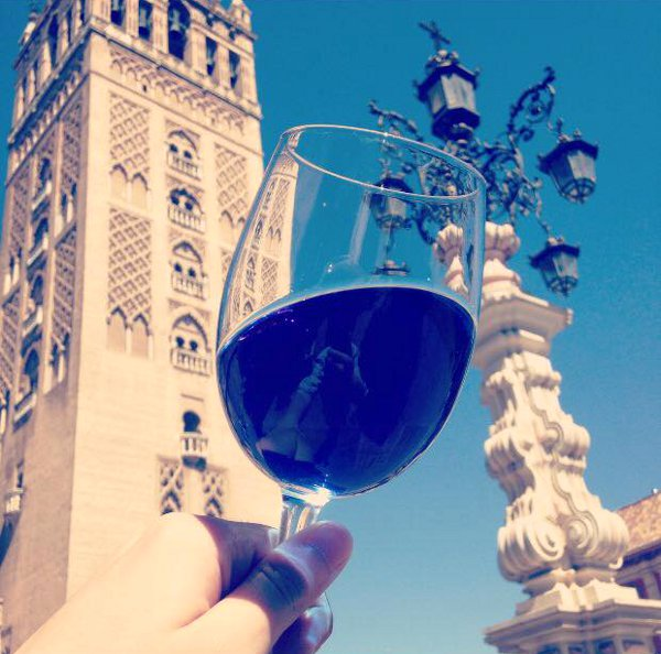 Gik-blue-wine6